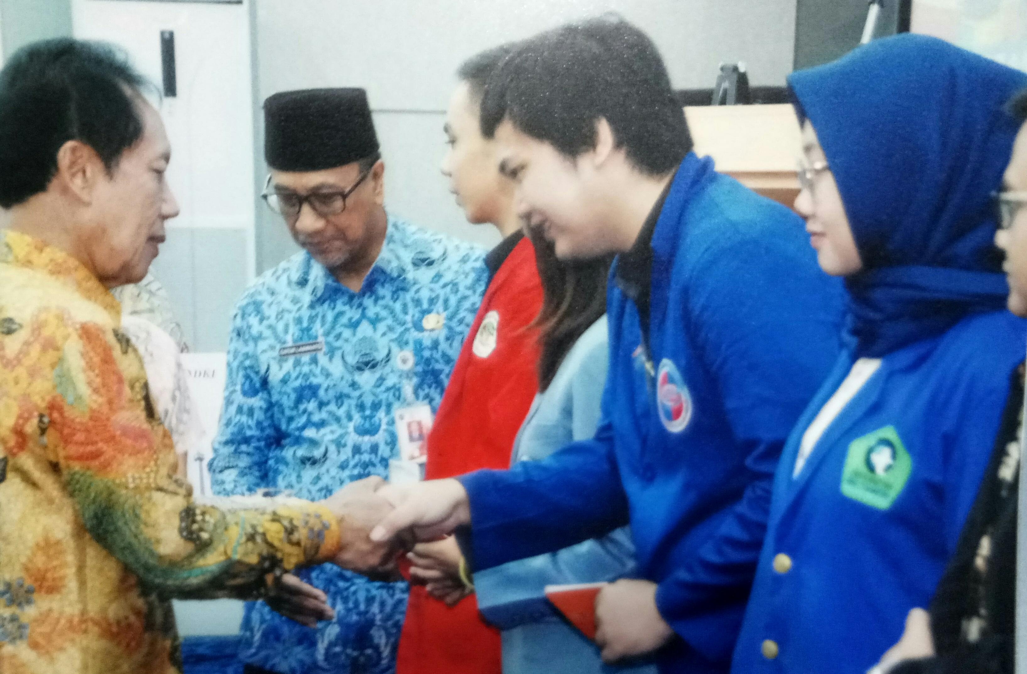 Mahasiswa STIE BPKP menerima beasiswa dari Yayasan Beasiswa Jakarta